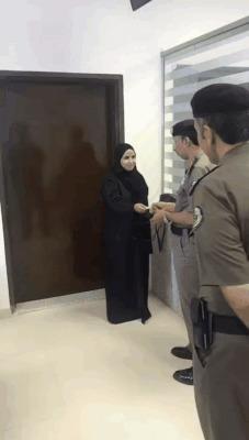 Первая женщина в Саудовской Аравии, получившая водительские права Саудовская Аравия, Женщина, Машина, Гифка