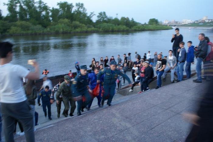 В Тюмени мужчина бросился с Моста Влюбленных в реку Тюмень, Суицид, Новости, Негатив