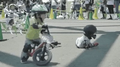 Маленькие велосипедисты