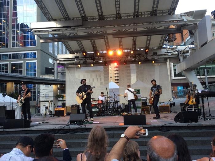 Площадь Торонто Yonge-Dundas Square Торонто, Канада, Иммиграция, Северная Америка, Площадь, Times Square, Центр города, Сравнение, Видео, Длиннопост
