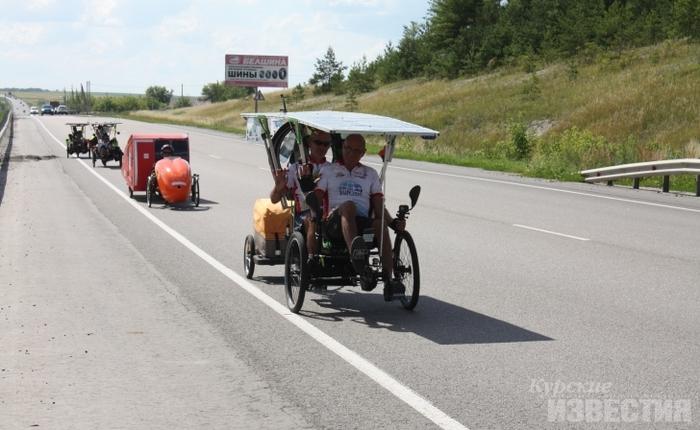 70-летняя француженка неизлечимо больна, но едет одна на велосипеде через Россию в Китай курск, Франция, Китай, экстрим, путешествия, длиннопост, видео