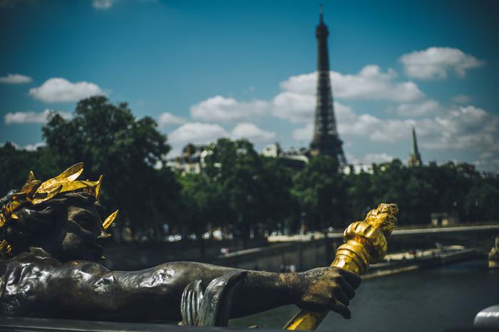 Рокко приехал в париж, смотреть порно самые красивые и нежные лесбиянки