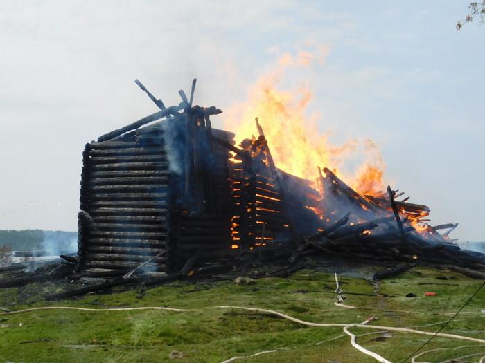 В Карелии сгорела деревянная церковь XVIII века Кондопога, Карелия, Пожар, Памятник архитектуры, Деревянное зодчество, Длиннопост