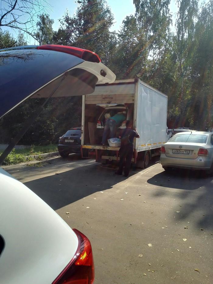 Внимание на содержимое фургона Парковка, Фургон