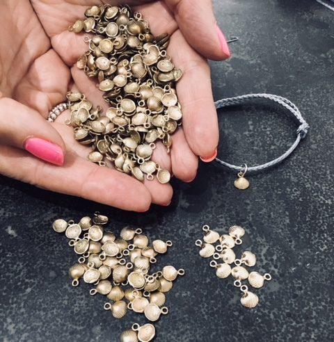 Британский ювелирный бренд поможет местному пляжу стать чище с помощью охоты за сокровищами Новости, Экология