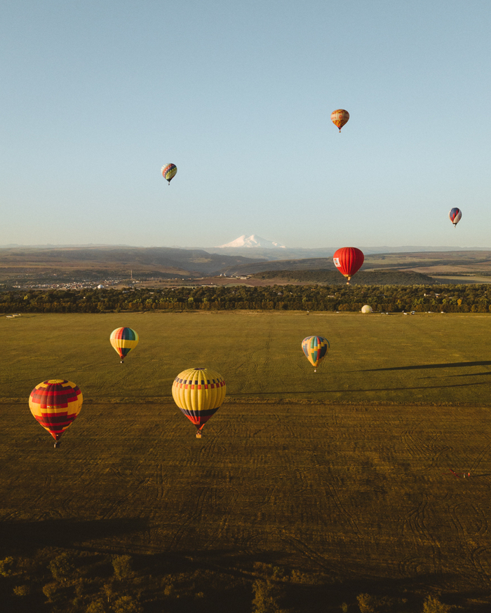 Воздушные шары на фоне Эльбруса Аэросъёмка, Воздушный шар, Эльбрус, Кавказ, Квадрокоптер, Фотография, Дрон
