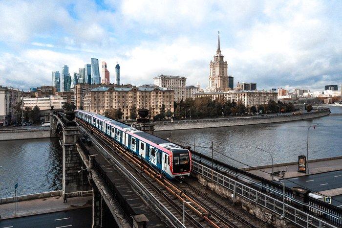Москва в Москве через Москву