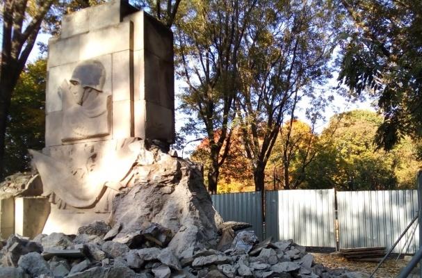 В Варшаве разрушили мемориал на месте гибели 26 советских воинов Общество, История, СССР, Вторая мировая война, Польша, Русофобия, Eadaily, Вечная память