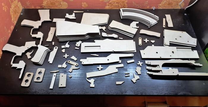 Резинкострел АК-47 из фанеры на ЧПУ лазере Длиннопост, Своими руками, Автомат, Ак47, Муляж, ЧПУ, Резинкострел, Оружие, Гифка, Видео