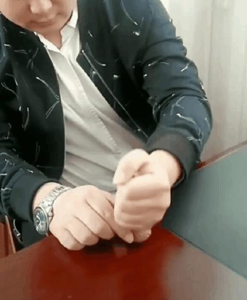 Разбил грецкий орех кулаком
