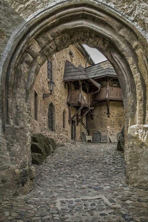 Средневековый замок Локет, Чехия