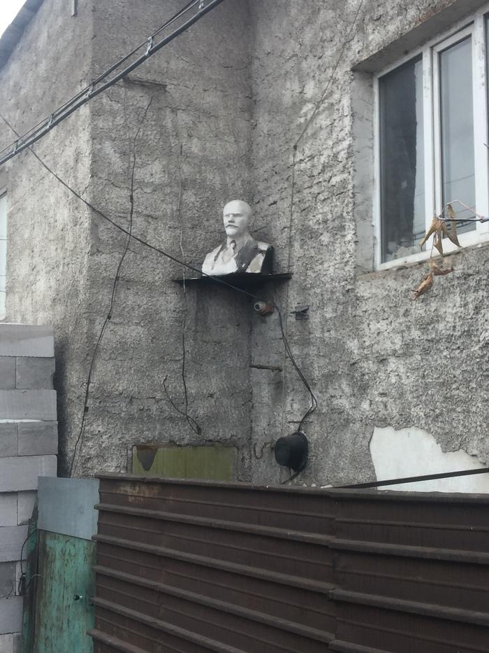 Вас заметили Ильич, Ленин, Ульянов, Бюст, Камера, Караганда, Длиннопост