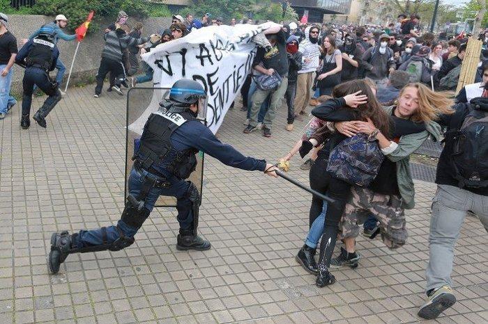 Правительство Франции довело до отчаяния свой народ. Франция, Правительство, Забастовка, Несправедливость, Европа, Политика, Полиция, Демократия
