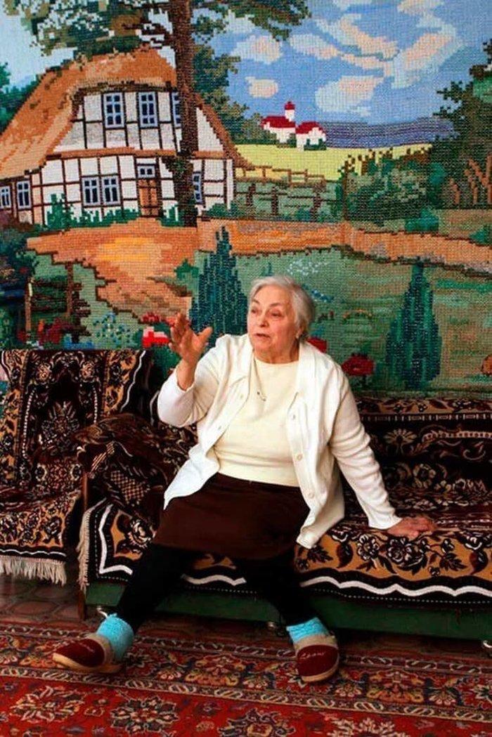 Бабушка-рукодельница вышила крестиком «обои» длиной 9 метров Бабушка, Рукоделие, Длиннопост