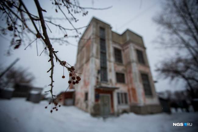 Репортаж из загадочного здания в Новосибирске — в нем гудят 6 тысяч вольт и нельзя махать руками Сибирь, Новосибирск, Подстанция, Постконструктивизм, Длиннопост