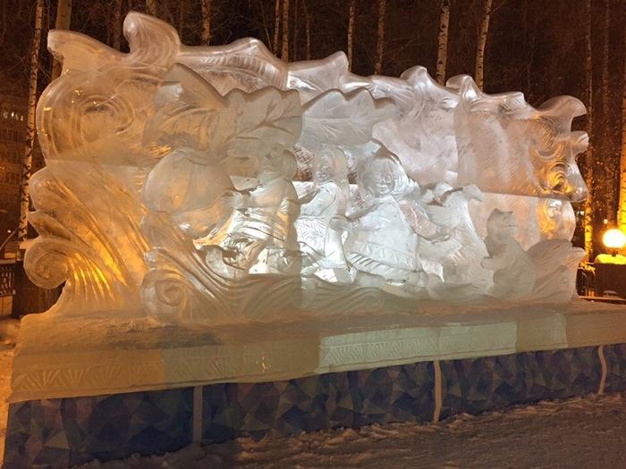 Эта ледяная девочка видела некоторое дерьмо Ханты-Мансийск, Ледяная скульптура, Новый год, Девочка, Некоторое дерьмо