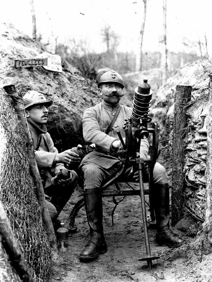 Невероятно фактурный француз за мортирой Гуидетти, Первая мировая, Франция, 1916 год.
