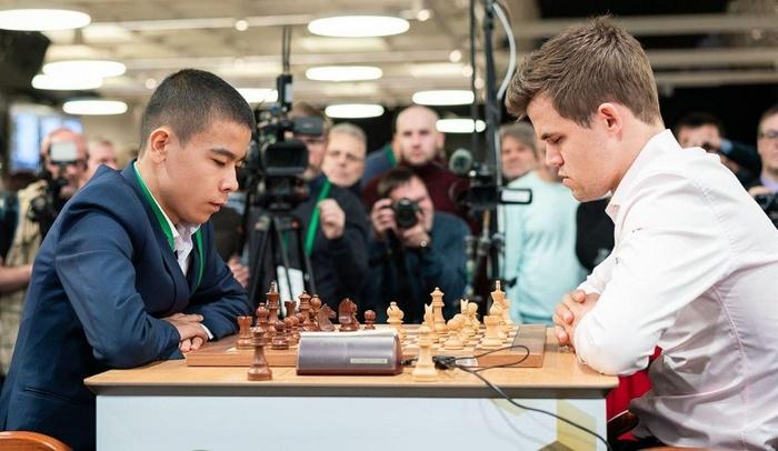 16-летний член Юниорской сборной Узбекистана по шахматам обыграл действующего чемпиона мира Магнуса Карлсена Шахматы, Узбекистан, Сенсация, Магнус Карлсен, Видео