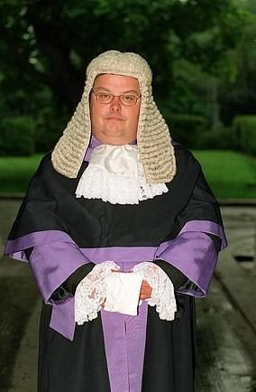 Когда грамотность спасает от тюрьмы Великобритания, Уэльс, Наркотики, Марихуана, Суд, Судья, Приговор