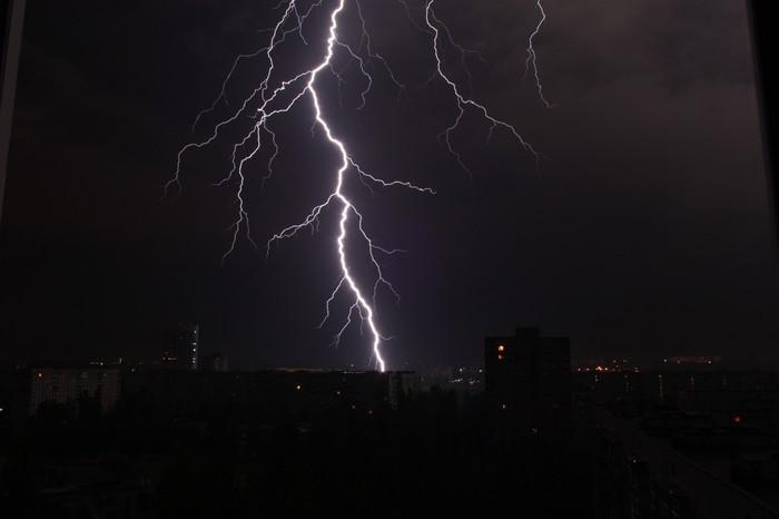Молнии Вспышка молнии, Удар молнии в дом, Харьков, Длиннопост