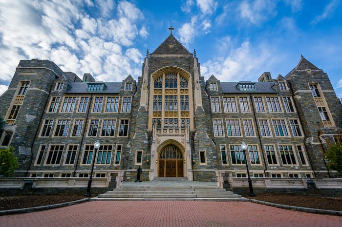В Джорджтаунском университете в Вашингтоне решили преподавать студентам курс о российской гибридной угрозе. Обучение, Универ, Россия