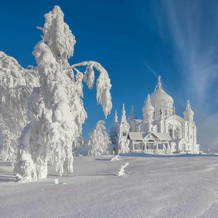 Заснеженный Белогорский монастырь, Пермский край