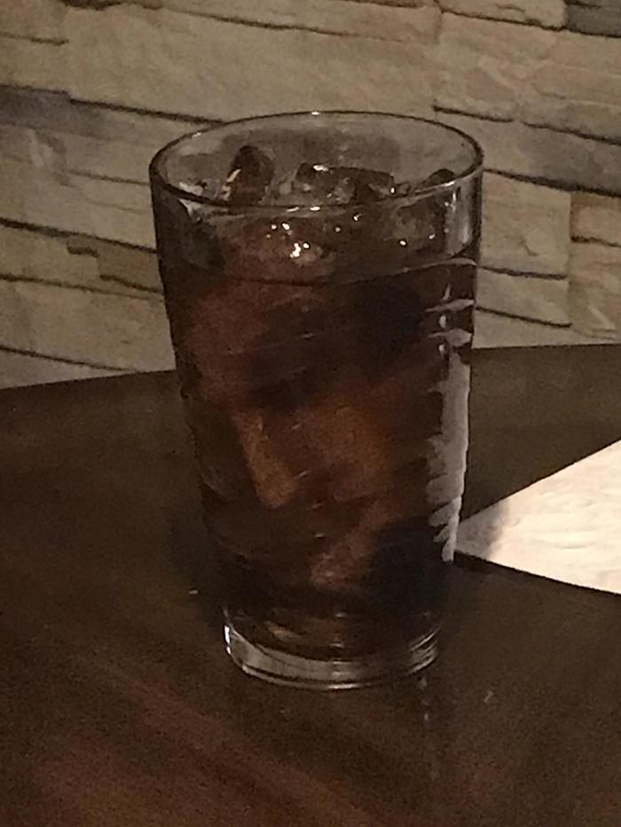 """""""Лёд в моём стакане выглядит как лицо"""""""