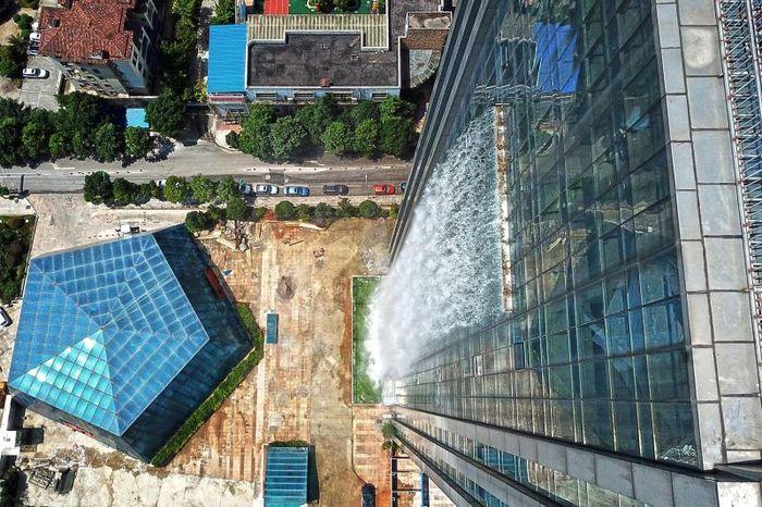 Водопады в городе. Водопад, Китай, Городская среда, Длиннопост