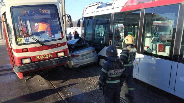 Когда очень хотел проскочить Авария, ДТП, Трамвай, Не проскочил, Санкт-Петербург