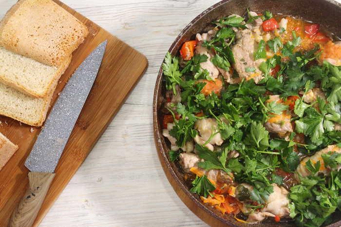 Тушеные мясные рулетики с овощами на сковороде Видео рецепт, Еда, Мясо, Мясной рулет, Свинина, Тушеное мясо, Видео, Длиннопост