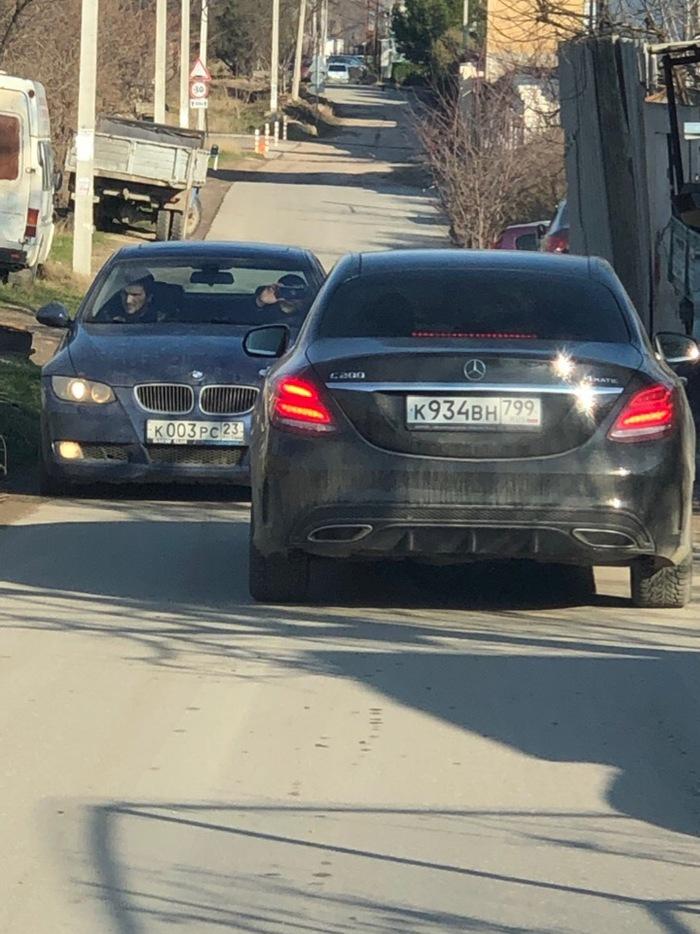Два джентльмена не могут определится BMW, Мерседес, Упорство, ПДД, Сложная ситуация