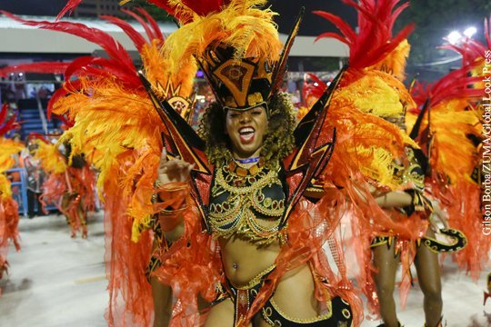 braziliya-orgii-karnaval-devushka-masturbiruet-v-zabroshennom-podvale