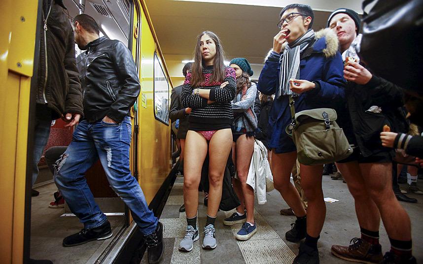 Без трусов в метро фото фото 433-757