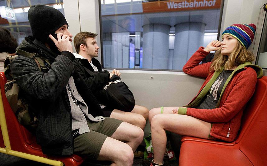 Без трусов в метро фото фото 433-740