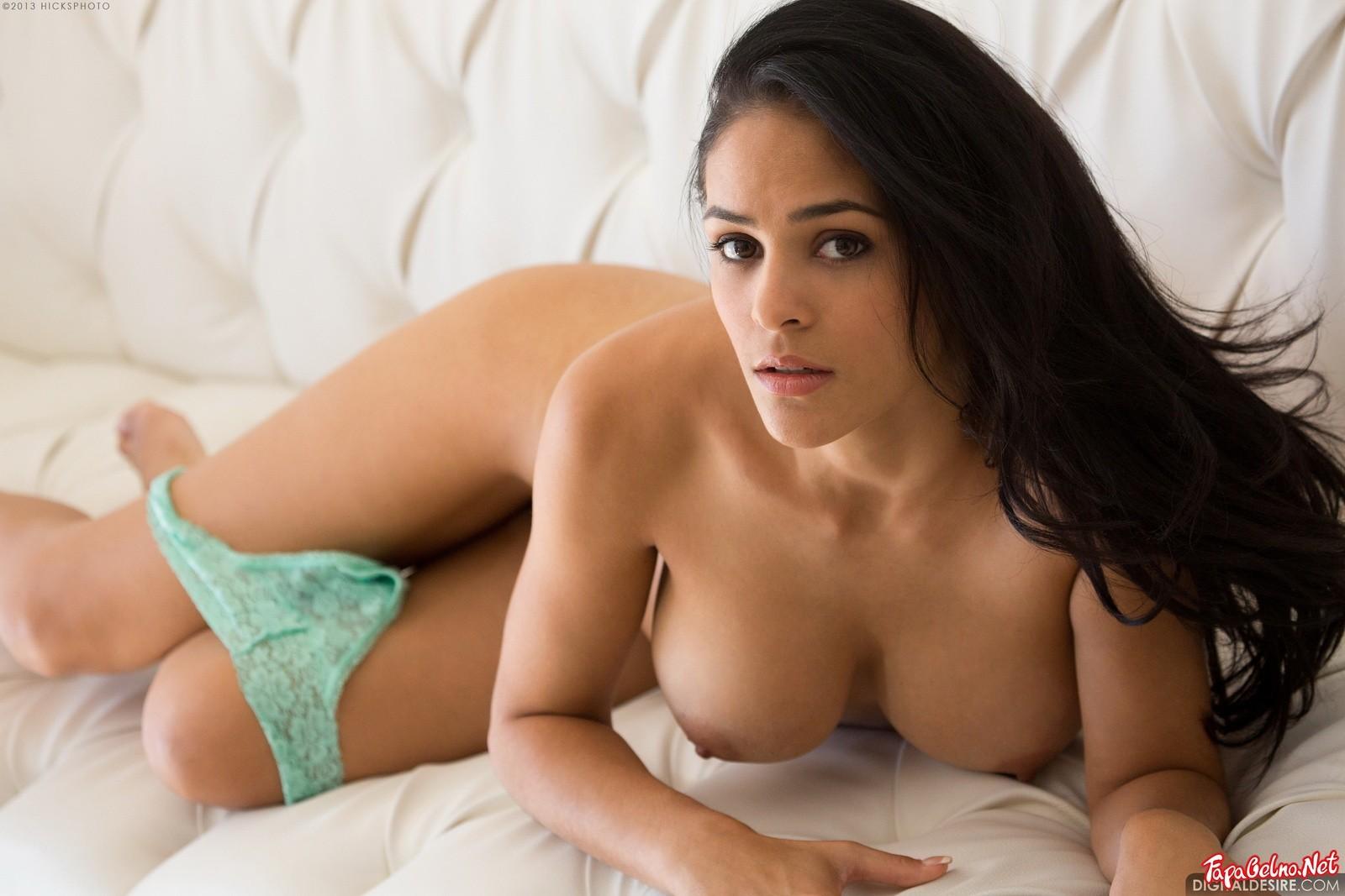 Большая грудь латинки
