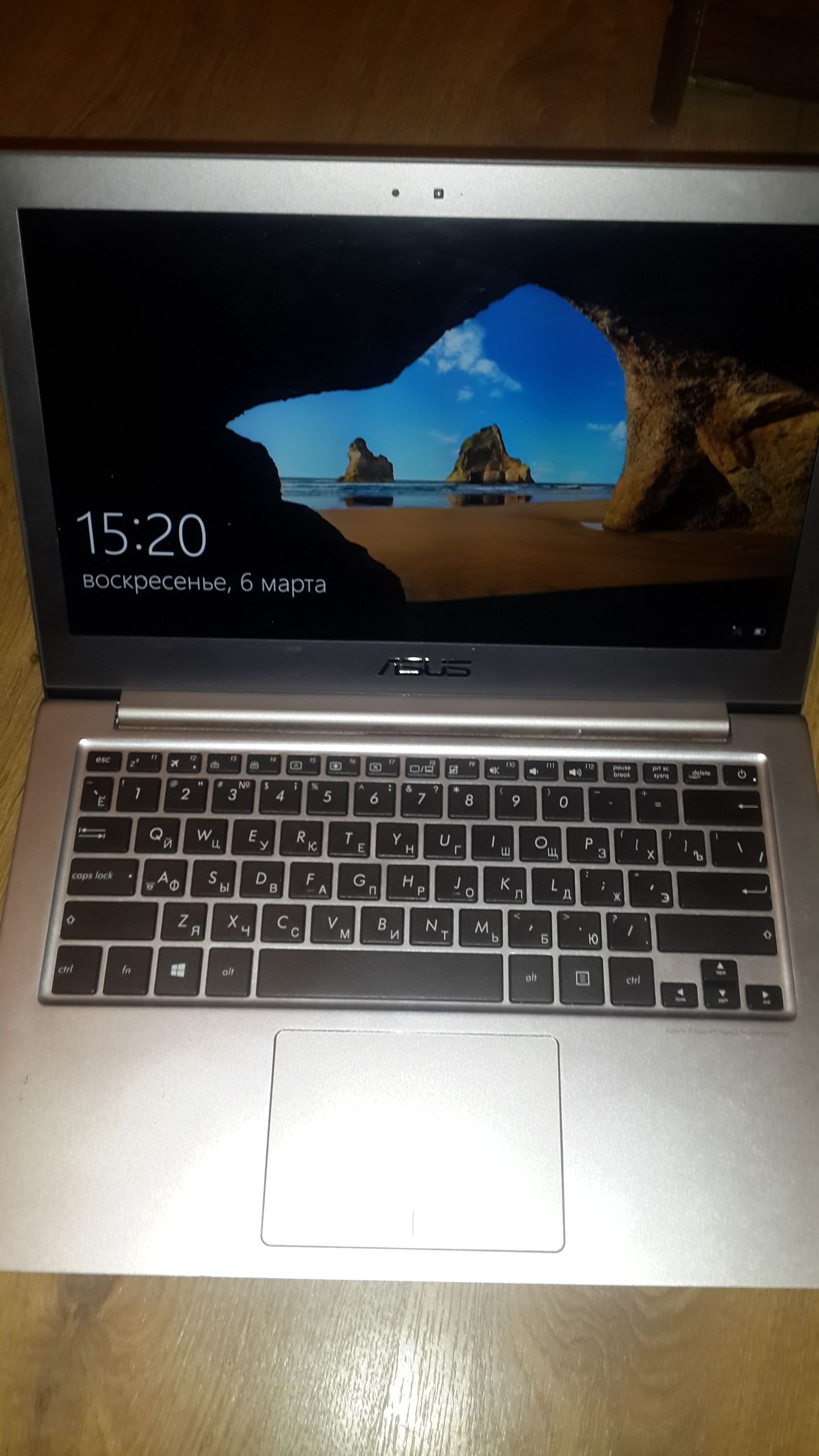 Попадание клея в ноутбук