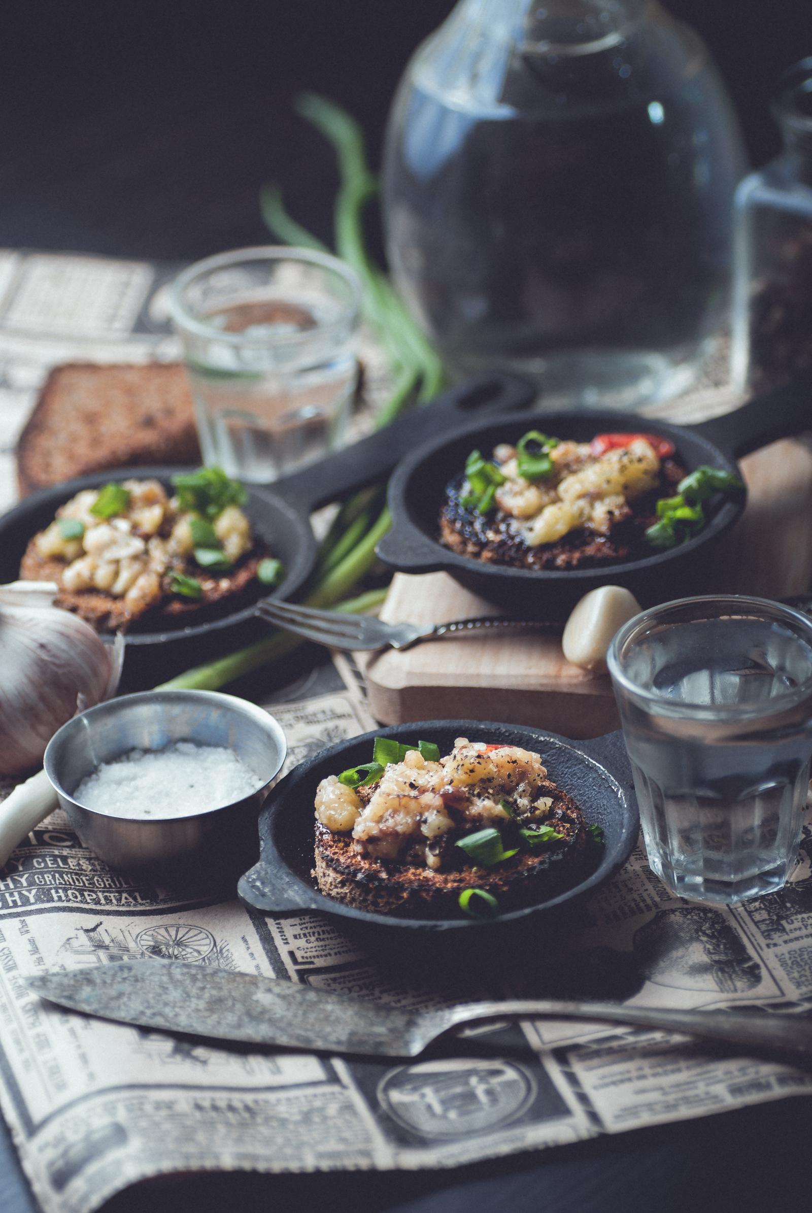 Насколько я поняла это закуска, но у меня расходится как основное блюдо Огурчики с мясом по-корейски