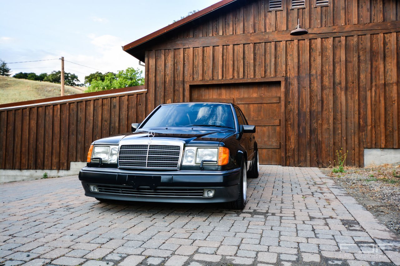 Mercedes-Benz W124 500E on OZ AMG Aero