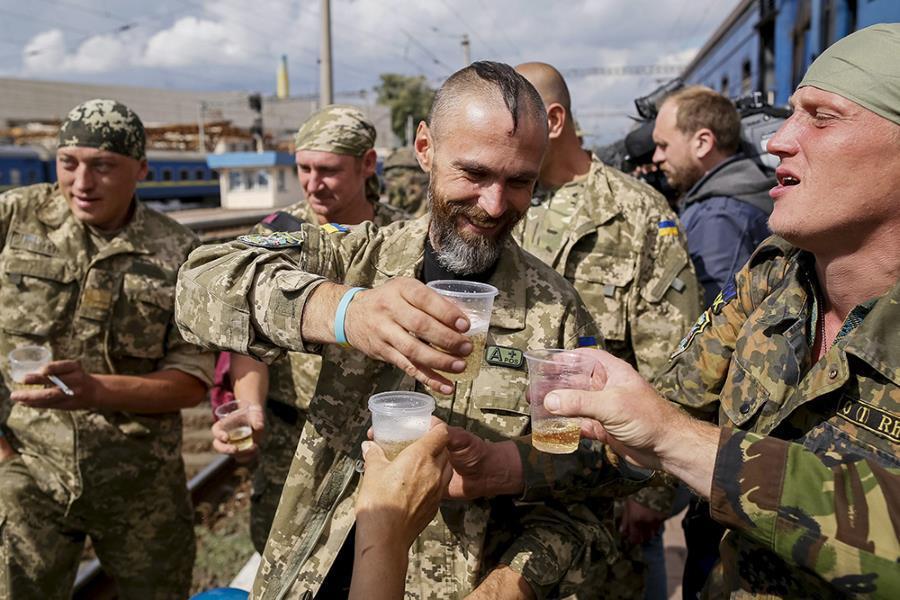 Свыше сотни украинских военных погибли или травмировались из-за алкогольного  опьянения   Пикабу
