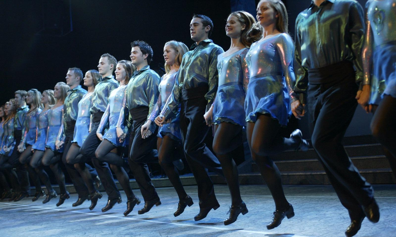 Девушки в кожаных штанах танцы видео