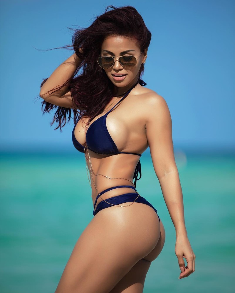 latinoamerikanki-v-bikini