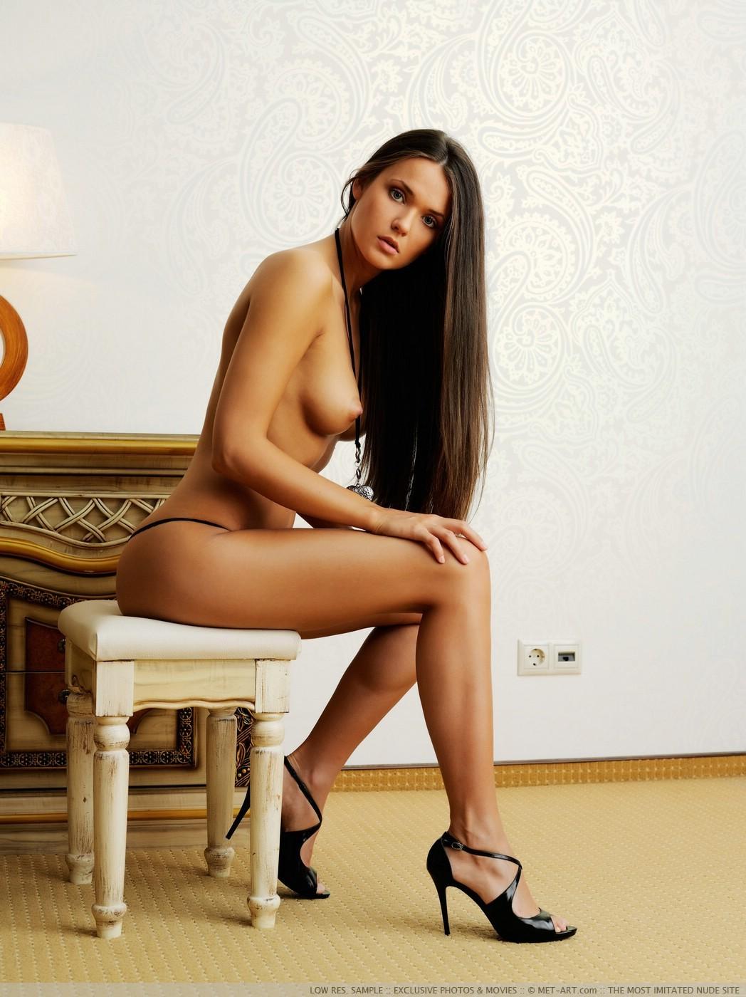 russkaya-eroticheskie-modeli-rossii-devushki-pisayut-diskoteke