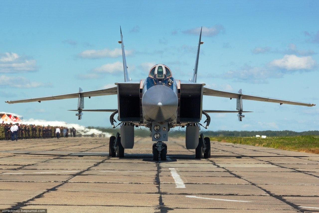 Обои дальнего радиуса действия, ВКС России, МиГ-31ДЗ, оборудованный системой дозаправки в воздухе, Foxhound, серийный, двухместный сверхзвуковой всепогодный, Истребитель-перехватчик. Авиация foto 9