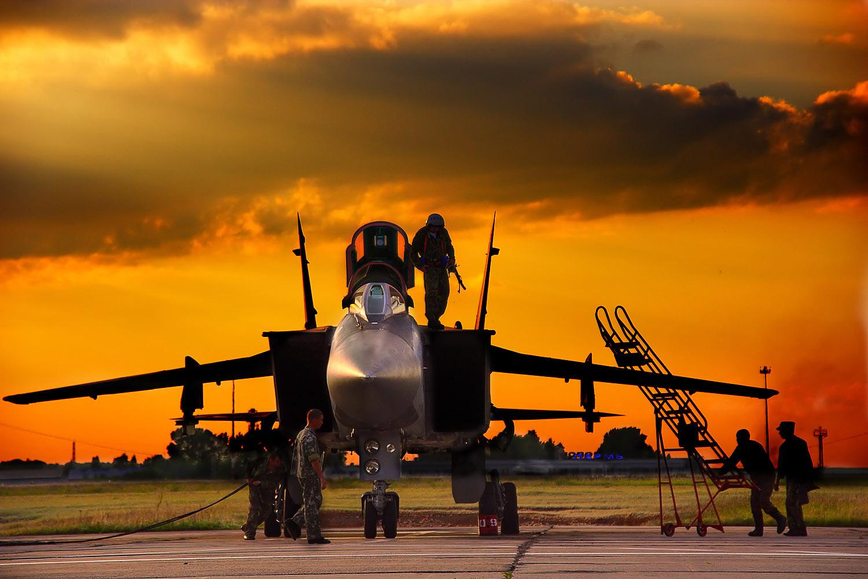Обои дальнего радиуса действия, ВКС России, МиГ-31ДЗ, оборудованный системой дозаправки в воздухе, Foxhound, серийный, двухместный сверхзвуковой всепогодный, Истребитель-перехватчик. Авиация foto 14