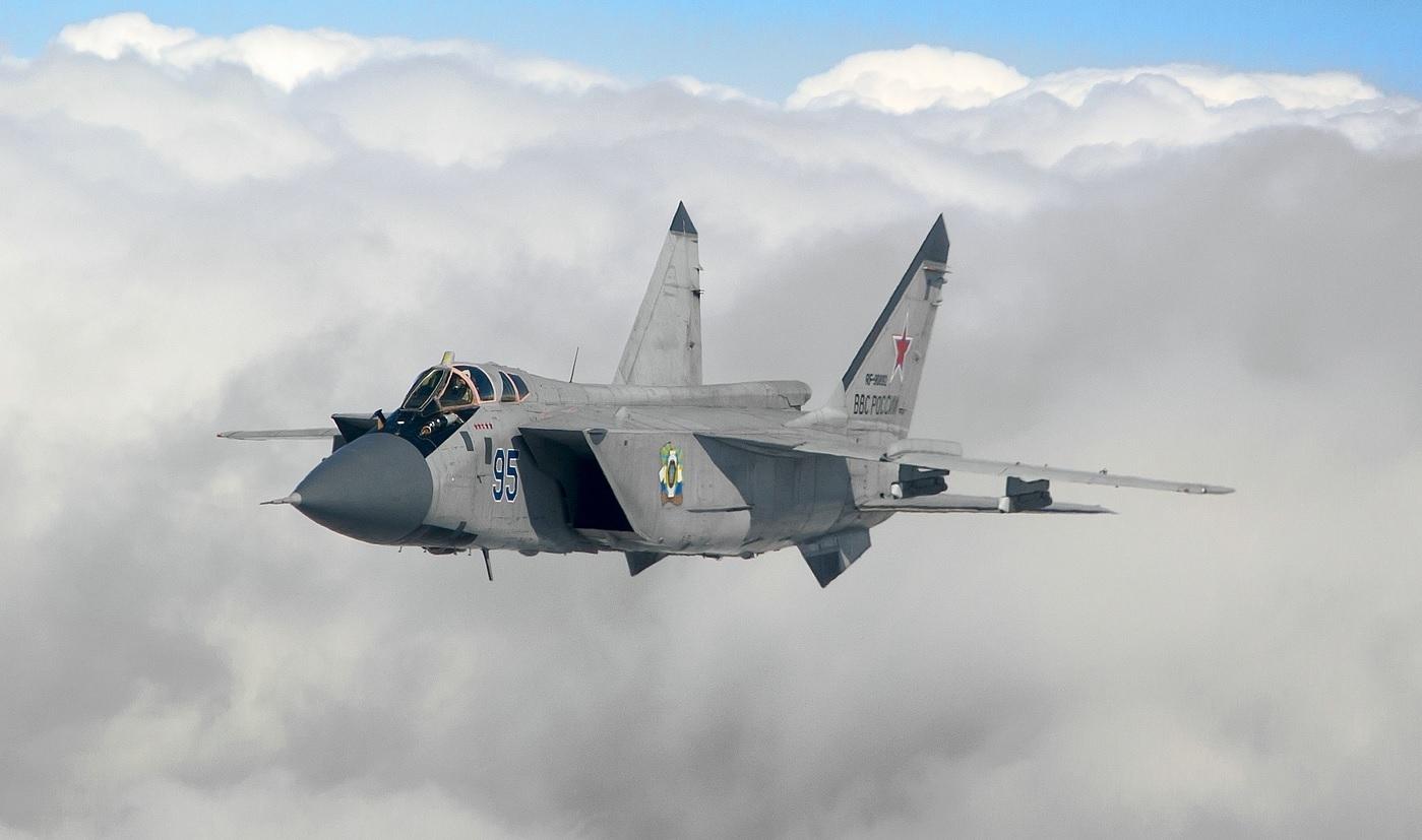 Обои дальнего радиуса действия, ВКС России, МиГ-31ДЗ, оборудованный системой дозаправки в воздухе, Foxhound, серийный, двухместный сверхзвуковой всепогодный, Истребитель-перехватчик. Авиация foto 12