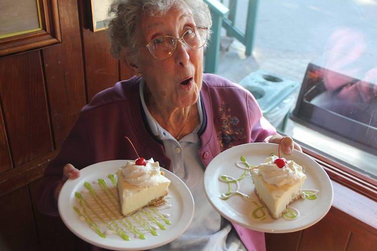 Бабушку загнул раком фото 445-413