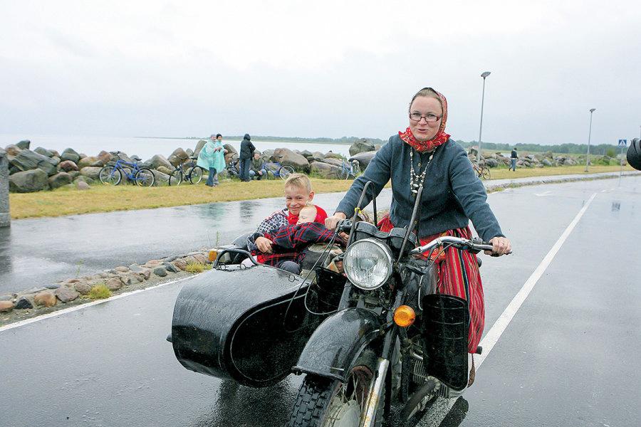 некоторые источники картинки старушки на мотоцикле заходим