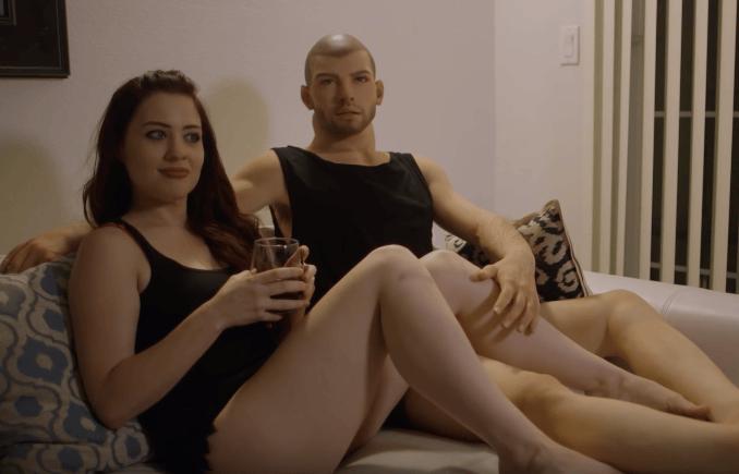Трах женщины с секс куклой мужчиной