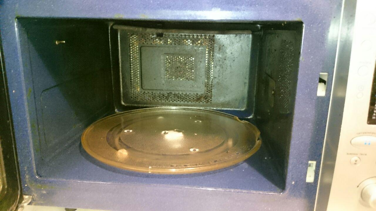 Дырка в стенке микроволновки