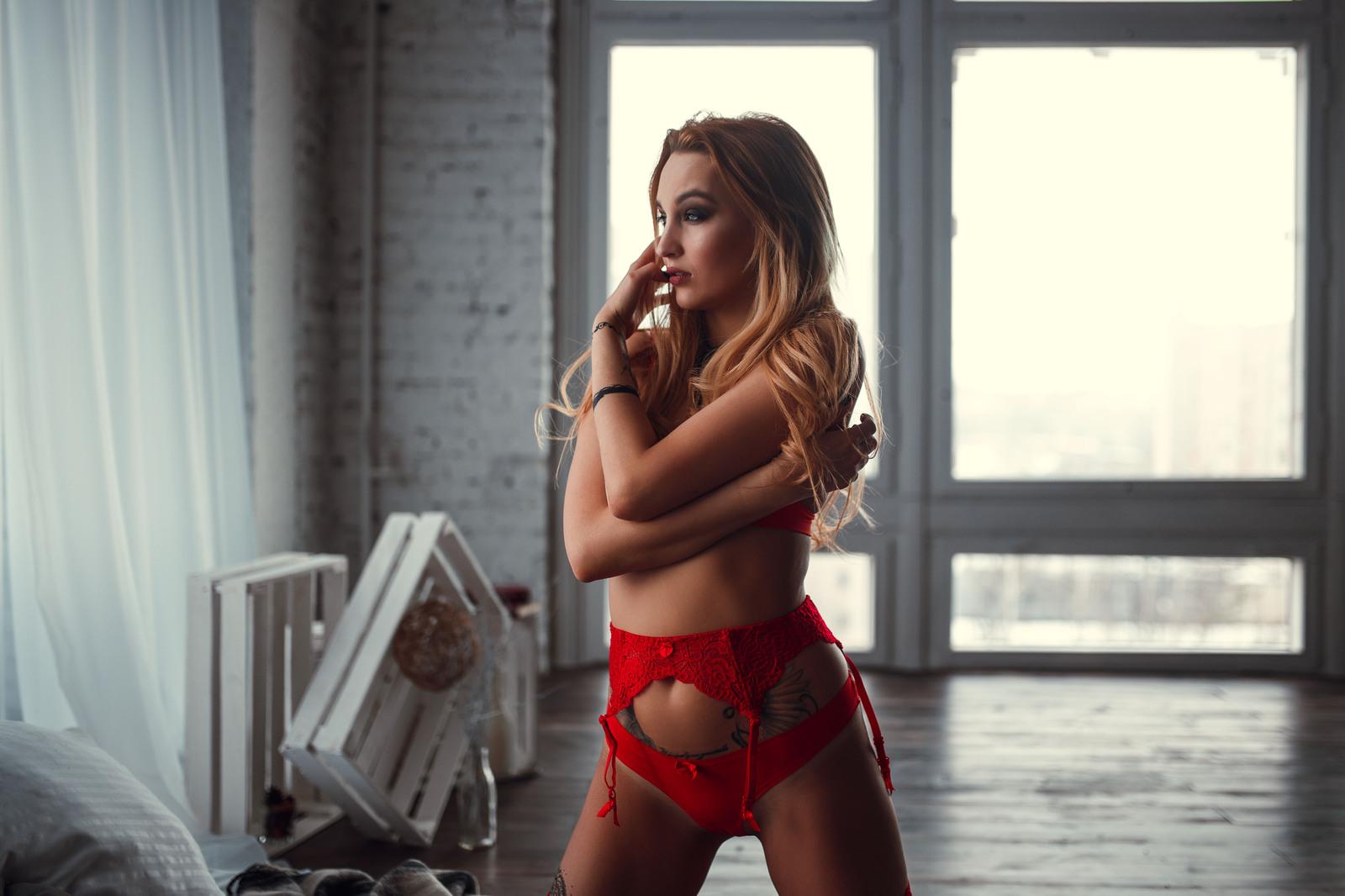 Красивые девушки в красном белье фото, конкурс кто глубже сосет